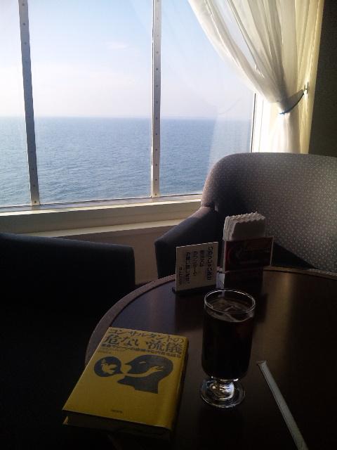『海が見える』喫茶店の午後